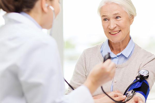 Blutdruck messen in der Kardio-Praxis Koblenz